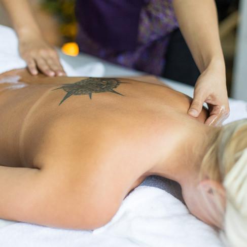 Masáž chrbta a ramien