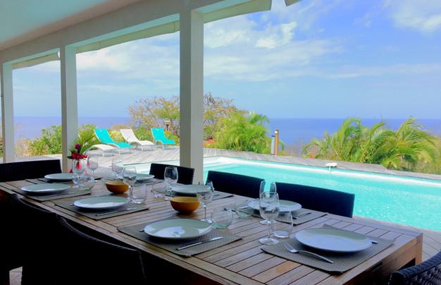 table à manger sur terrasse