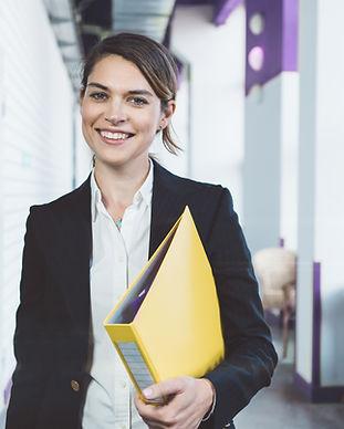 Jeune femme d'affaires
