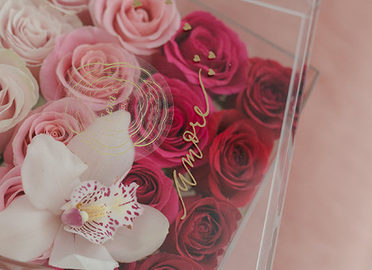 Endless love - 16 Premium Ombré Roses with an Orchid