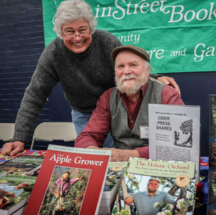 Neil Nevins of MainStreet BookEnds with Michael Phillips during a book signing