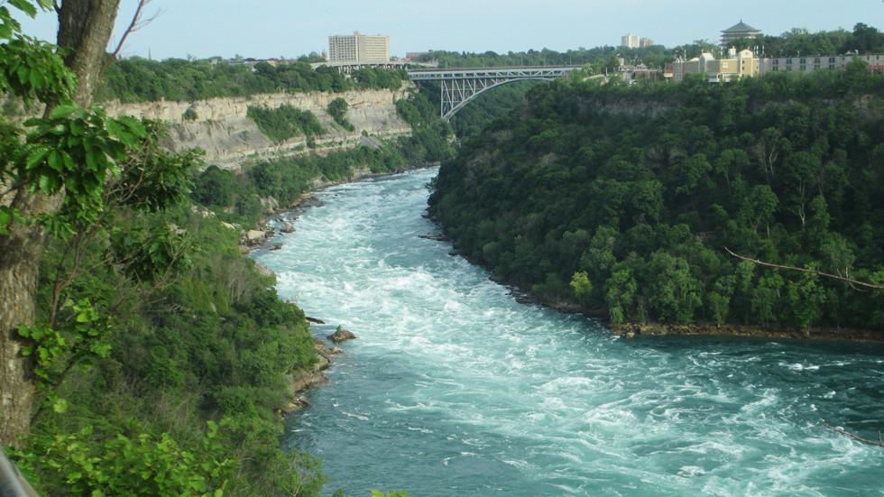 Hiking the Niagara Gorge