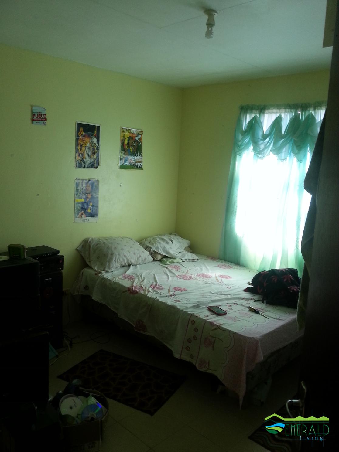 EMERALD LIVING | Bedroom 2