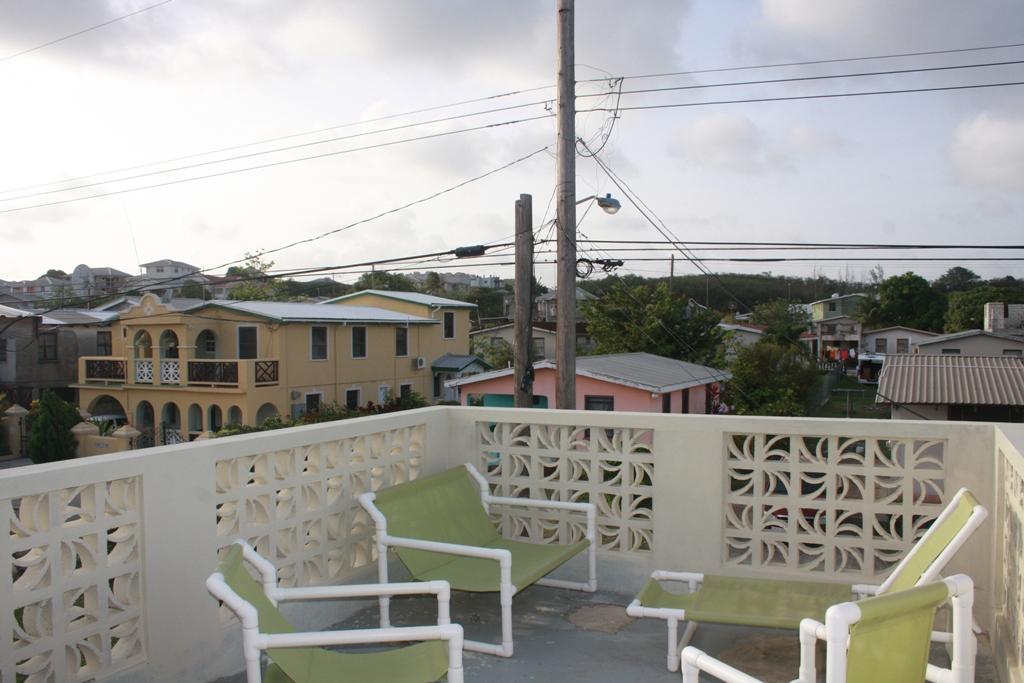 EMERALD LIVING | Deck area