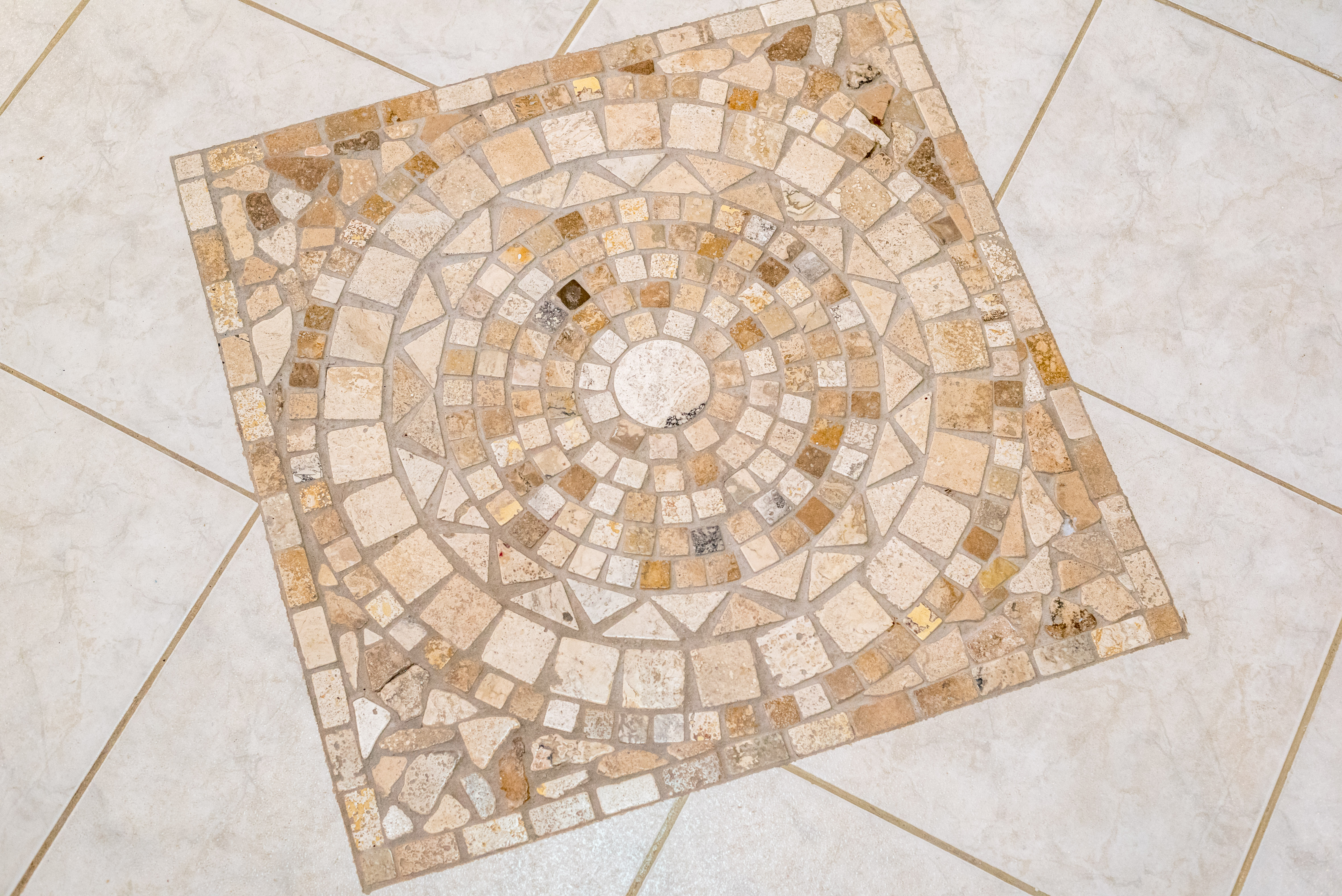 EMERALD LIVING | Decorative tile