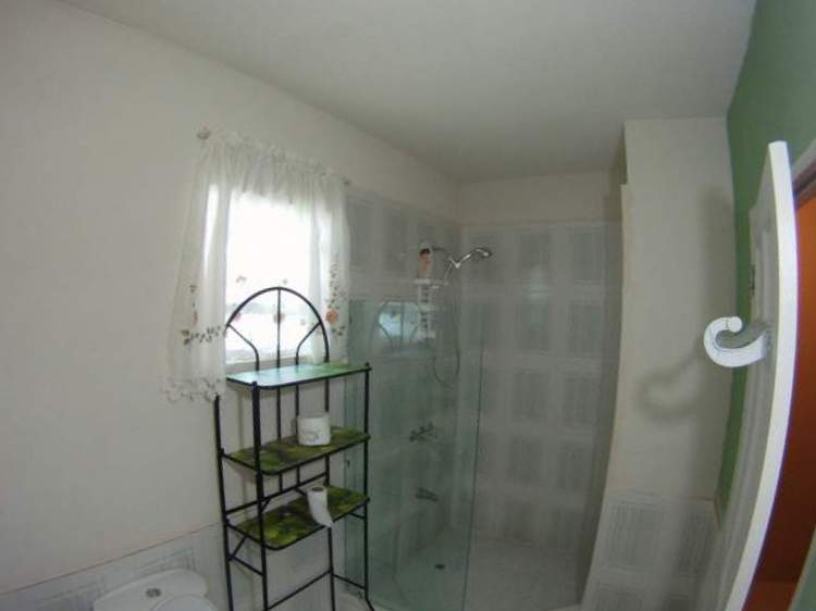 Emerald Living | Apt Bathroom