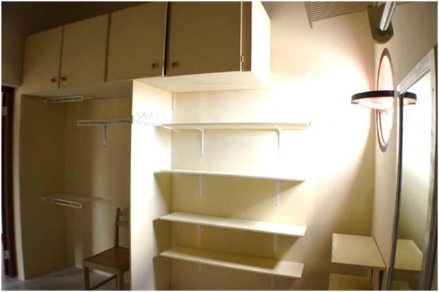 EMERALD LIVING - Walk-in Closet