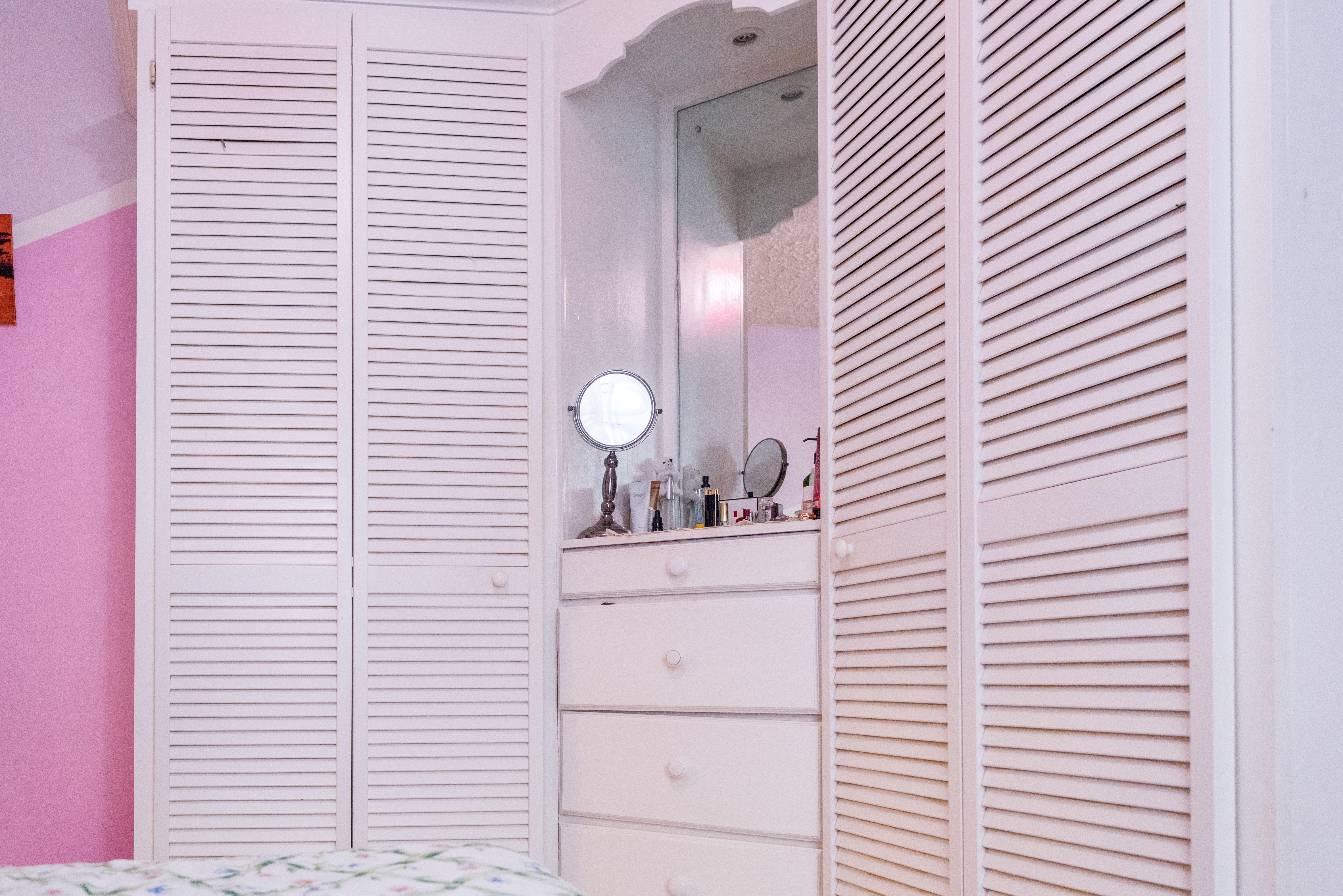 EMERALD LIVING | Built-in Closet