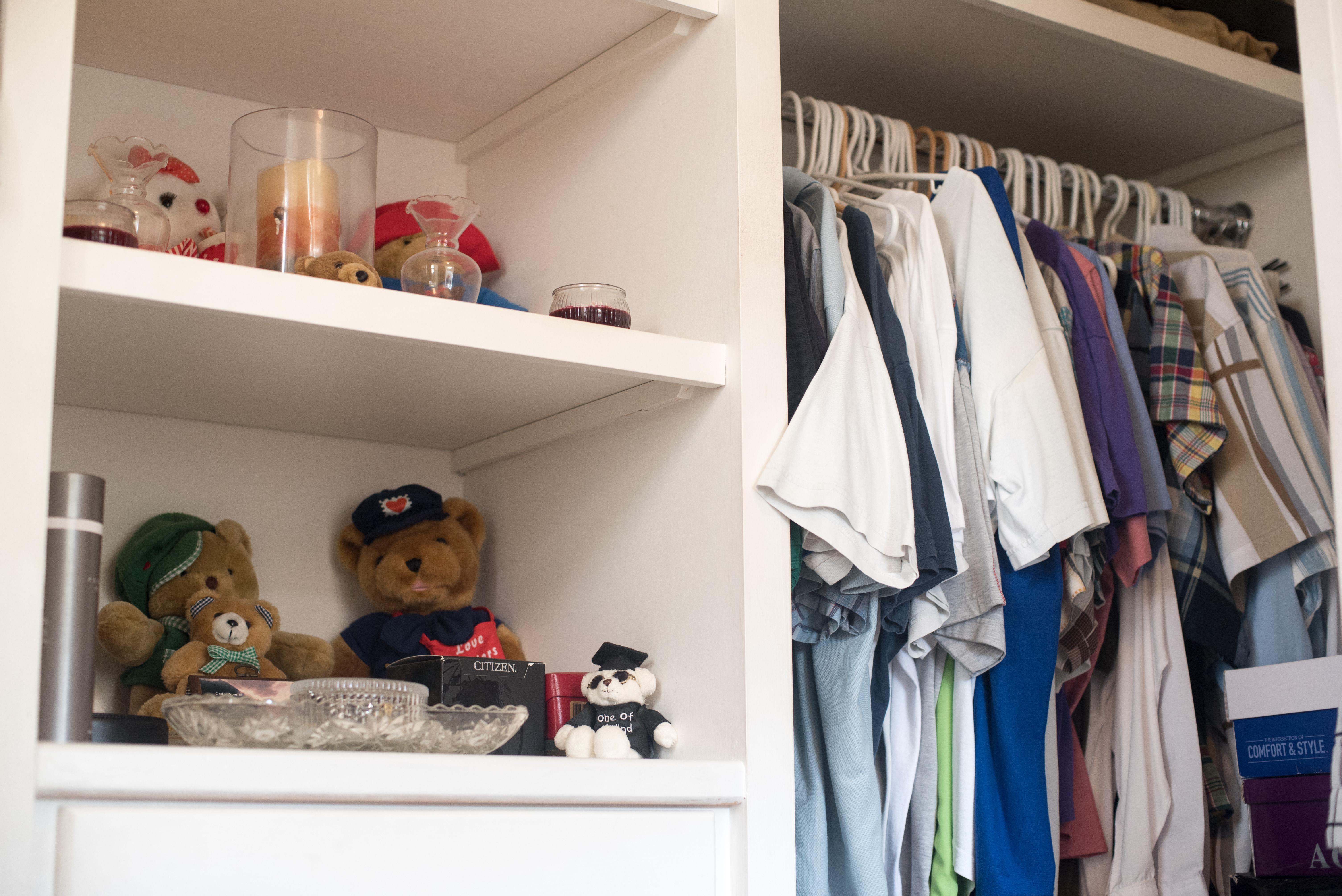 EMERALD LIVING | Walk-in Closet