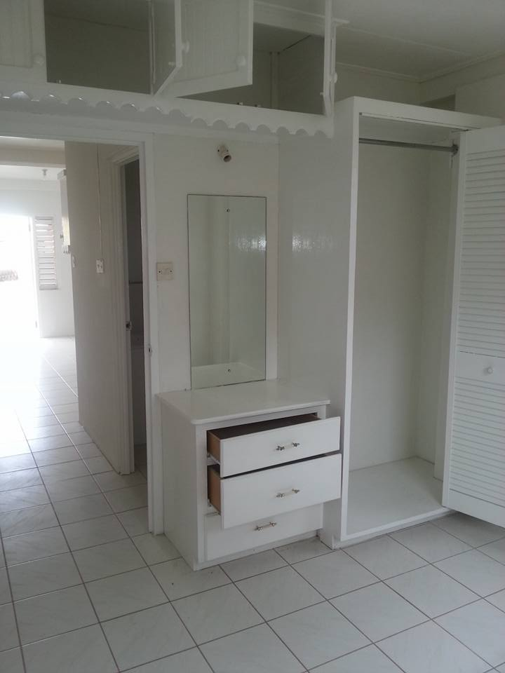 EMERALD LIVING | Built in Closet