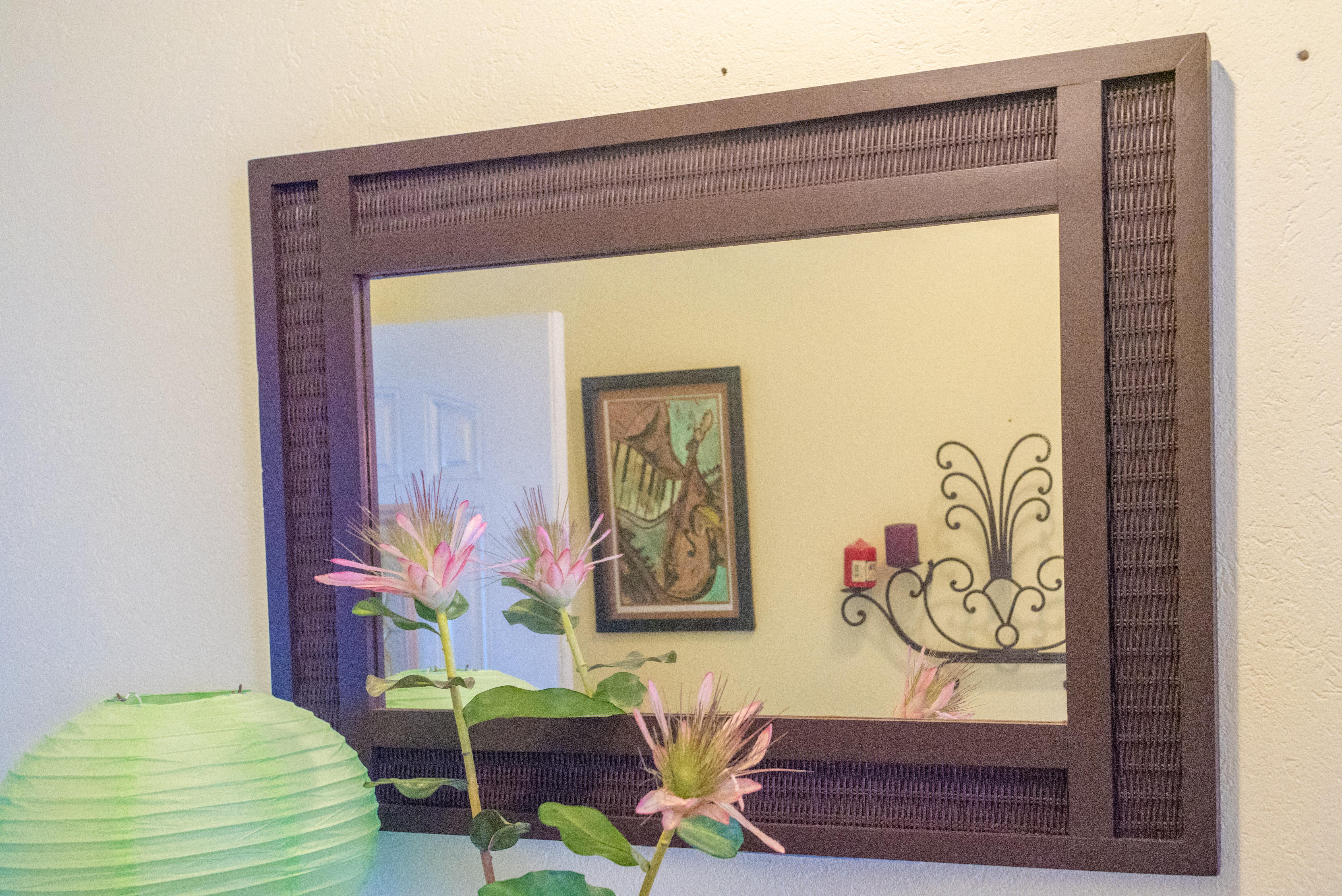EMERALD LIVING | Hallway decor