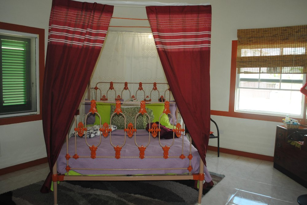 Emerald Living | Second Master Bed