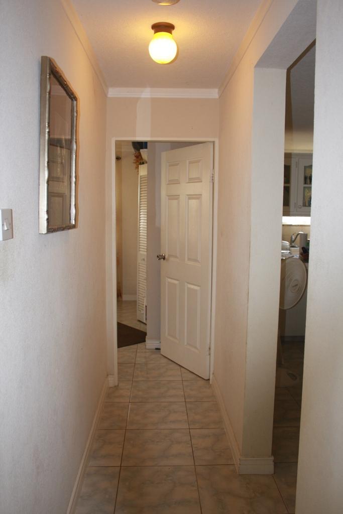 EMERALD LIVING   Hallway