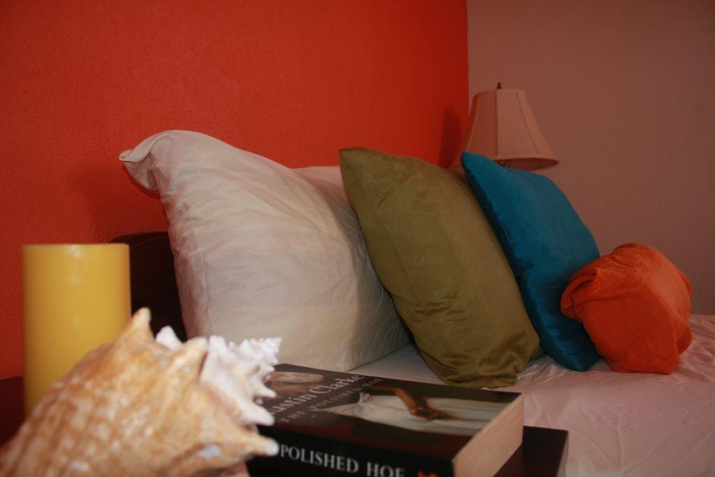 EMERALD LIVING | Bedroom