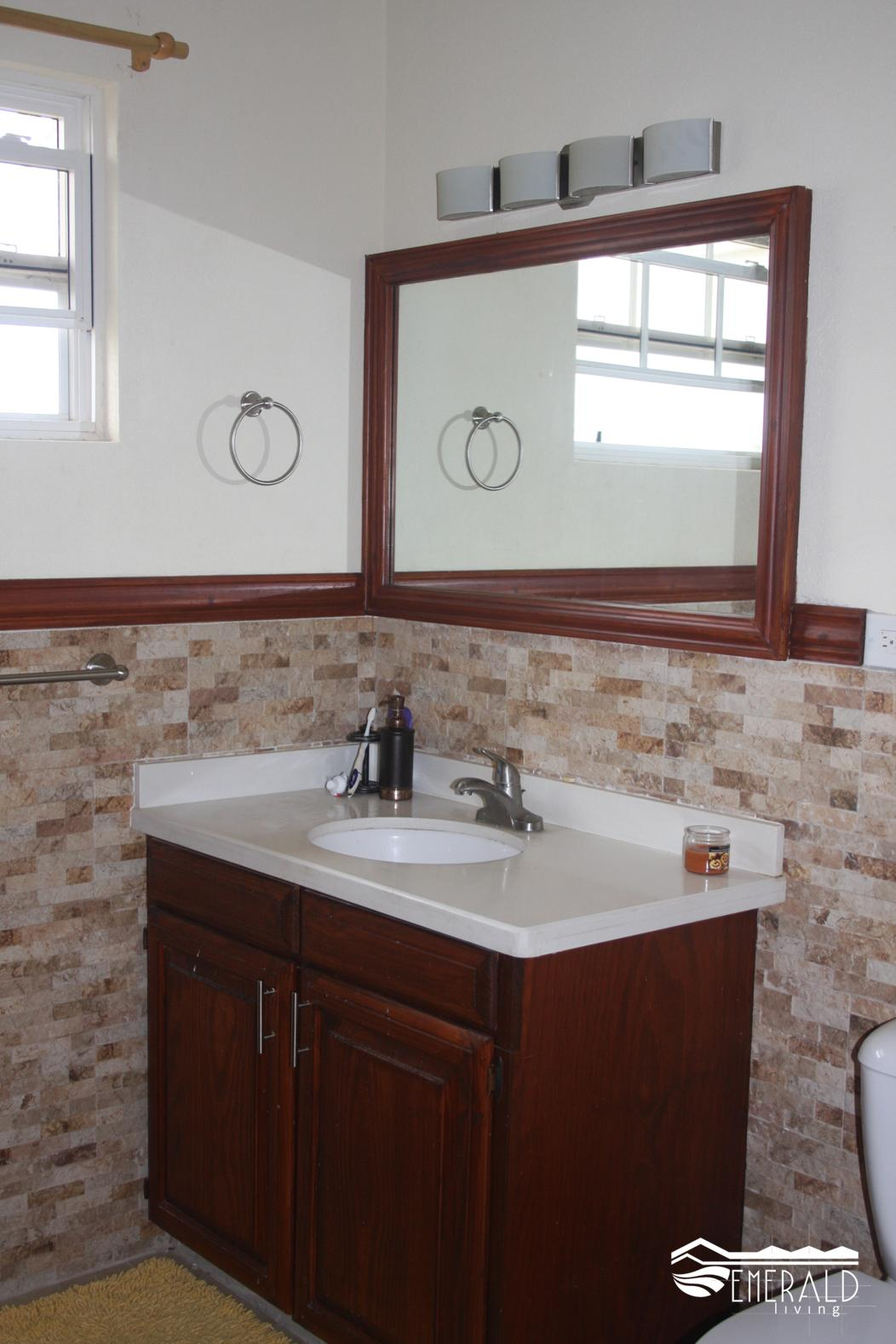 EMERALD LIVING | Upstairs Bathroom