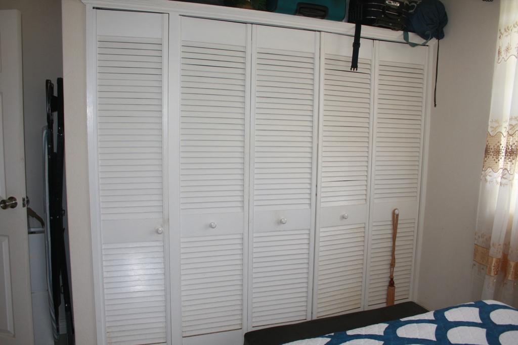 EMERALD LIVING   Bedroom Closet