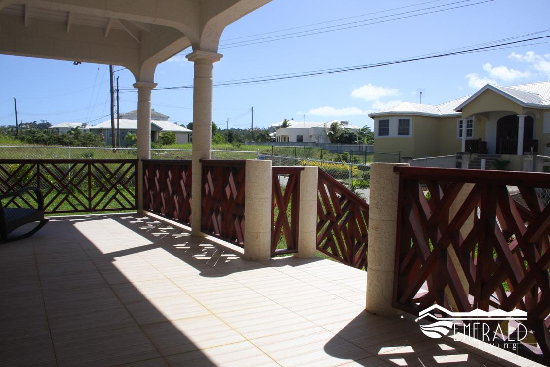 EMERALD LIVING | Front Patio