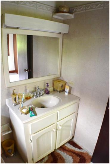 EMERALD LIVING - Bathroom