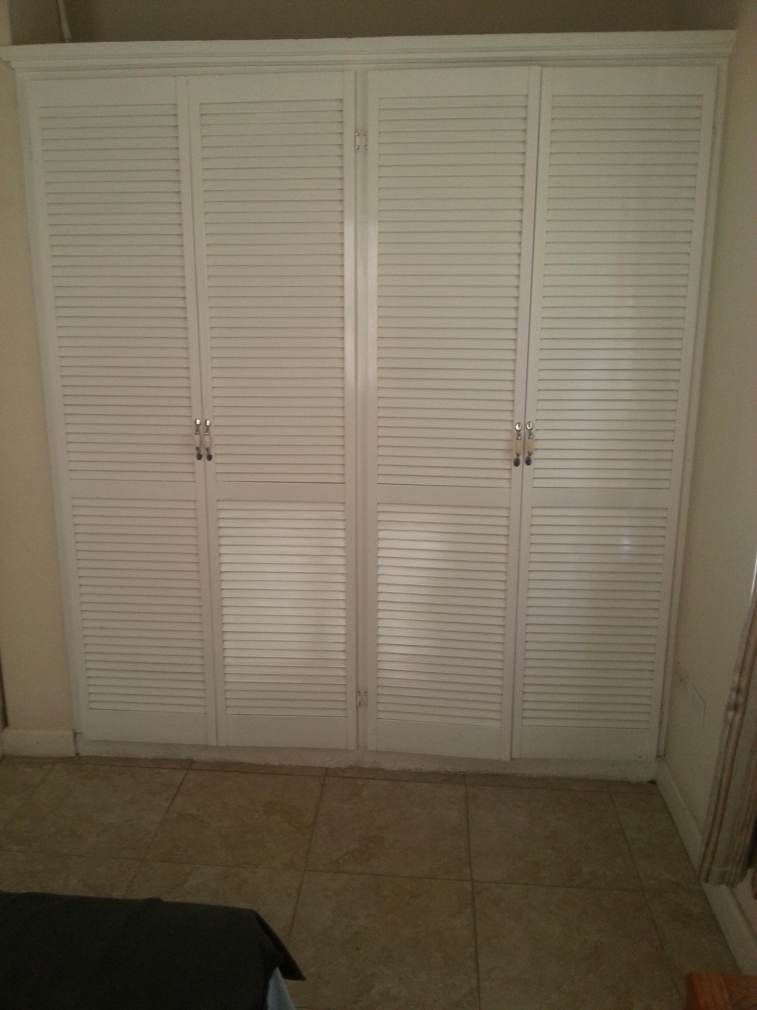 EMERALD LIVING | Closet