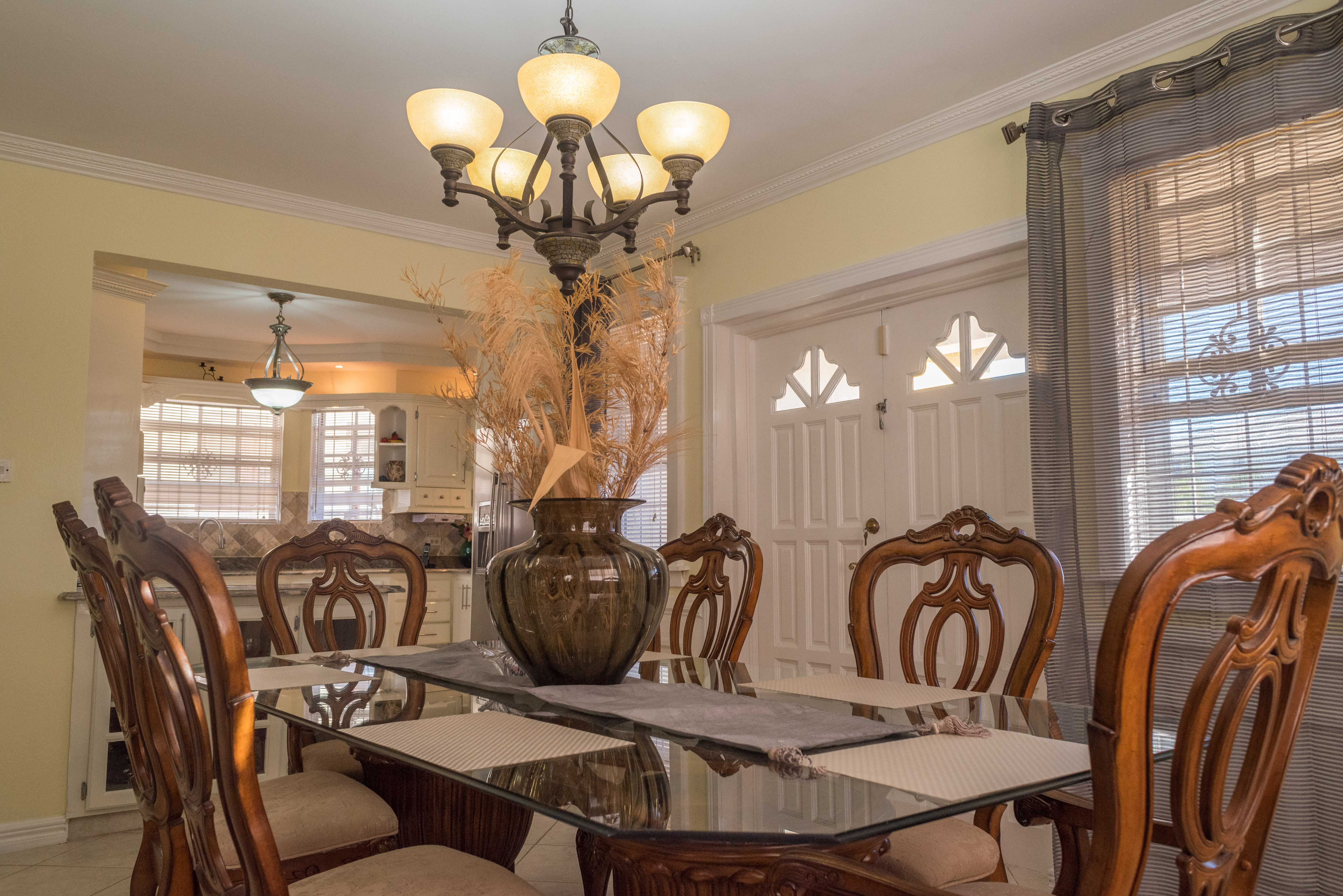 EMERALD LIVING | Open Dining Area