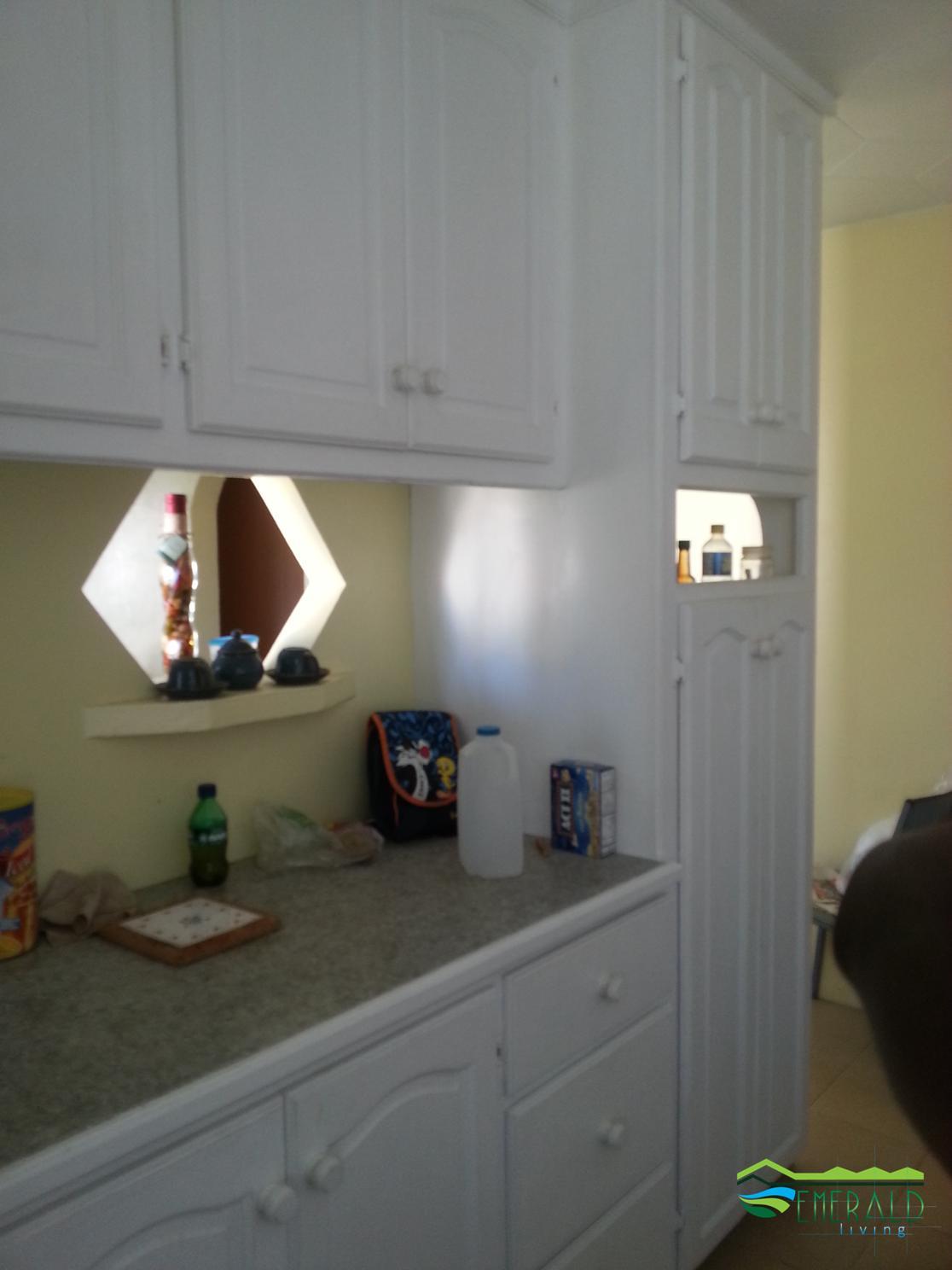 EMERALD LIVING | Kitchen