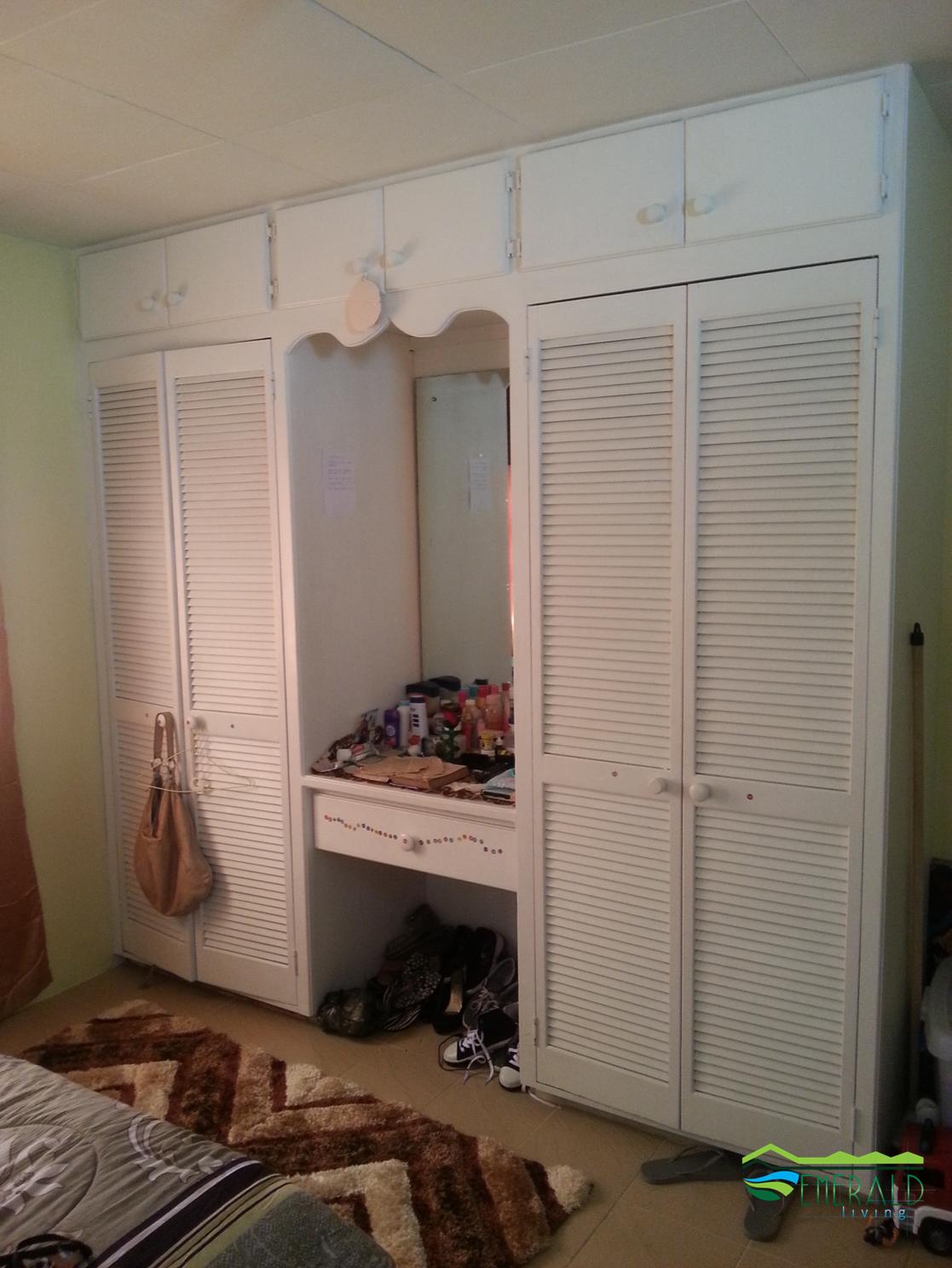 EMERALD LIVING | Bedroom Closet