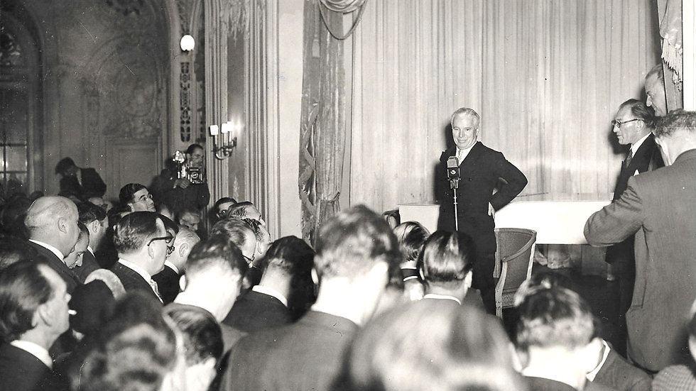 Charlie Chaplin Photo Holding Press Conference 1952