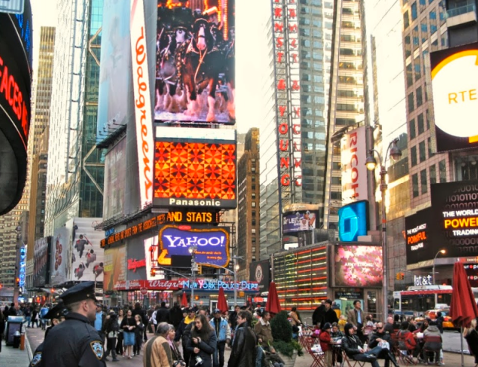 """Live from NYC:  Anita Grossman Solomon and a """"Quilty"""" Themed Times Square View"""