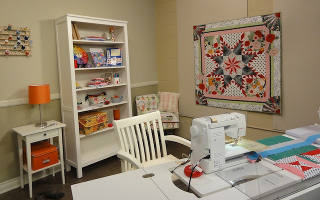 Such a cute workspace. Wish my own was this neat and tidy!