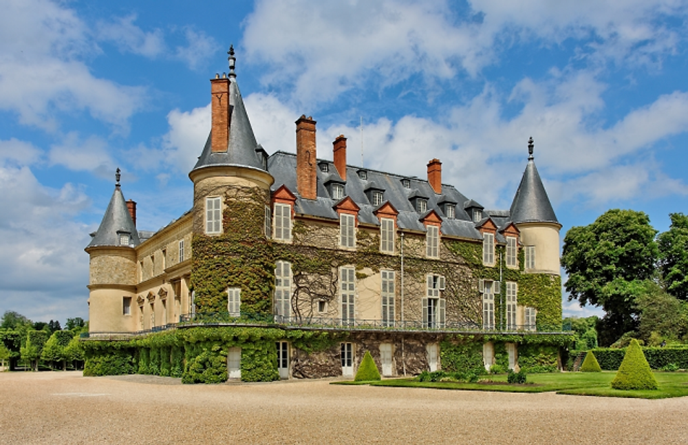 Ahh, the chateaux of France. . . here's a pretty one photographed by my brother-in-law William.