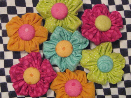 A May Garden of Fun Little Fabric Flowers and a Giveaway