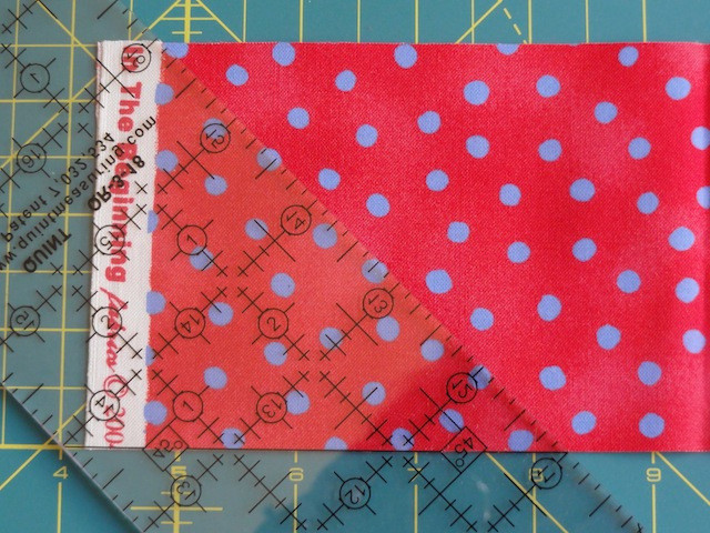 Place the 45˚ angle marking on the bottom edge of the fabric. (right-hand cutting)