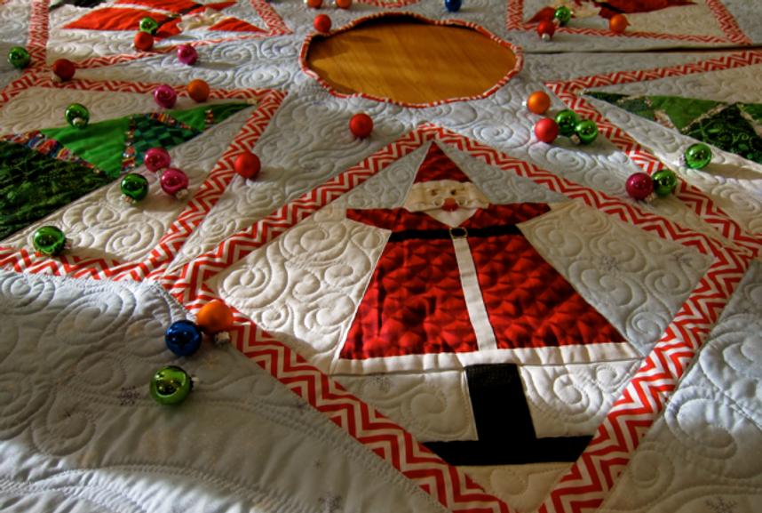Pattern-J: Detail Santa Smiles Tree Skirt