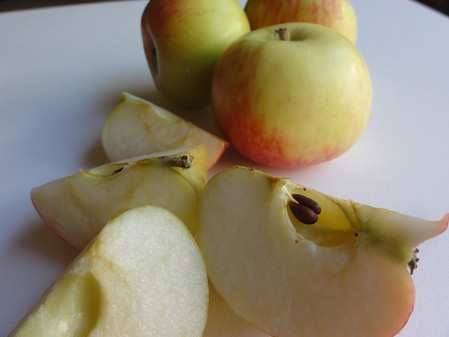 Autumn's Blessings . . . Sweet, Delicious Apples! Tasty Recipes + A Pair of Snappy Apple Quilt
