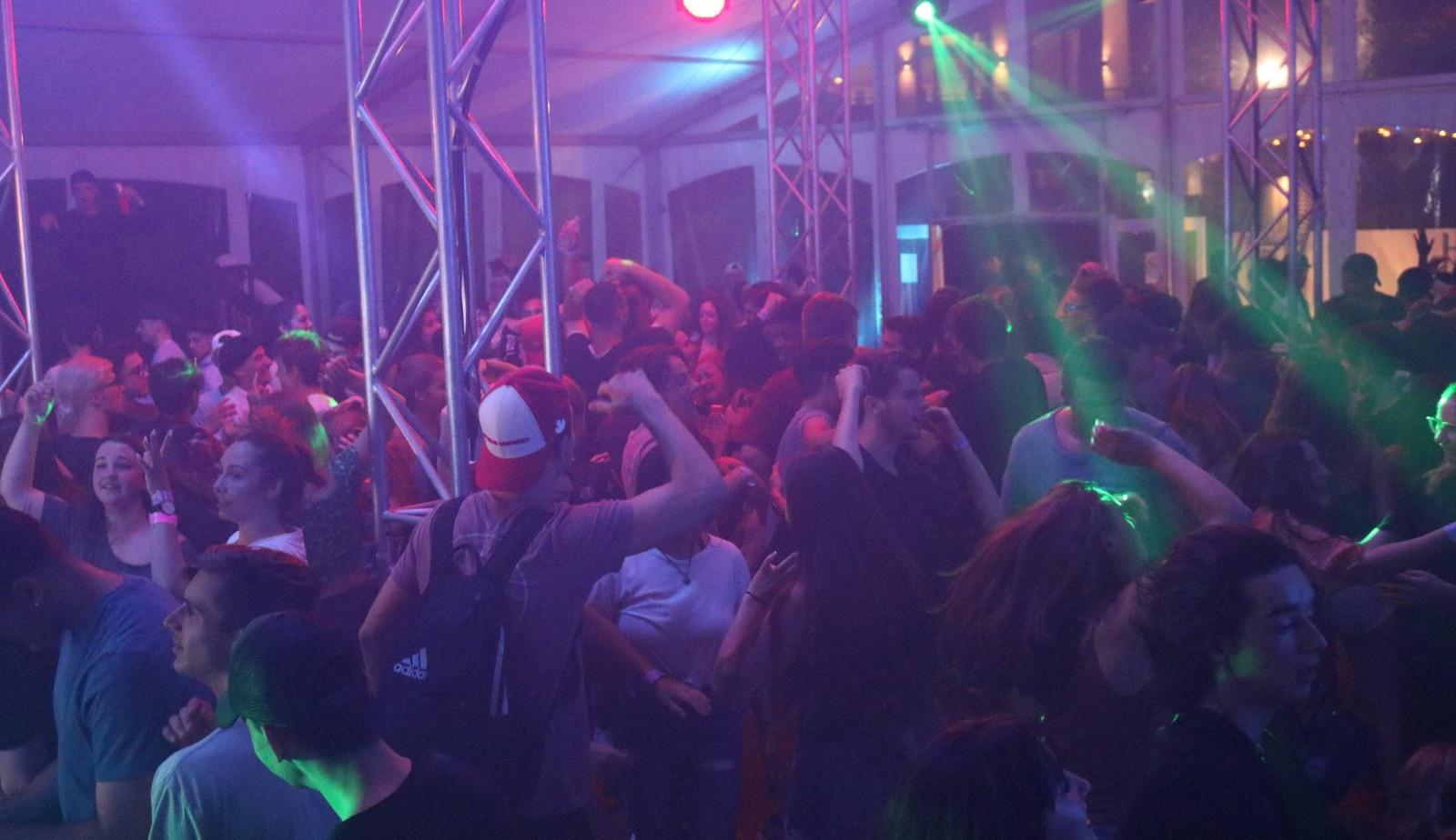 SPECTACLE INTÉRIEUR EN FORMULE DJ