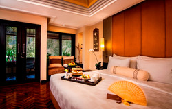 Deluxe-Room-King-size-bed