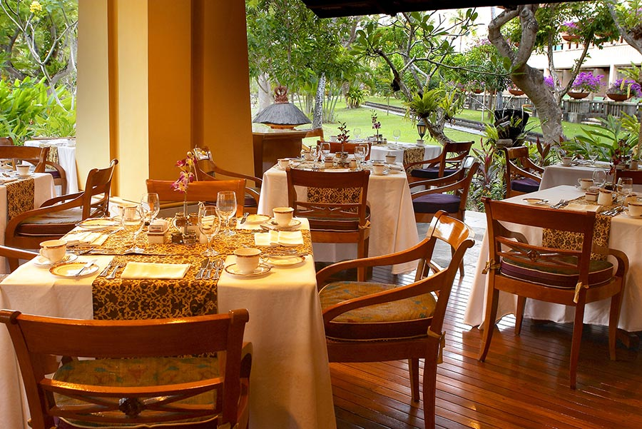 Palace-Club-Dining-Area