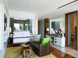 Beachfont-Pool-Suites