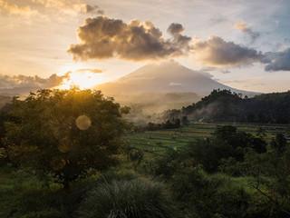 Mount Agung tulivuori aktiivisena