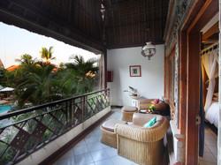 21-poolside-cottage-balcony
