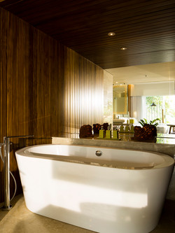 Deluxe-Lagoon-View-Room-Bathroom