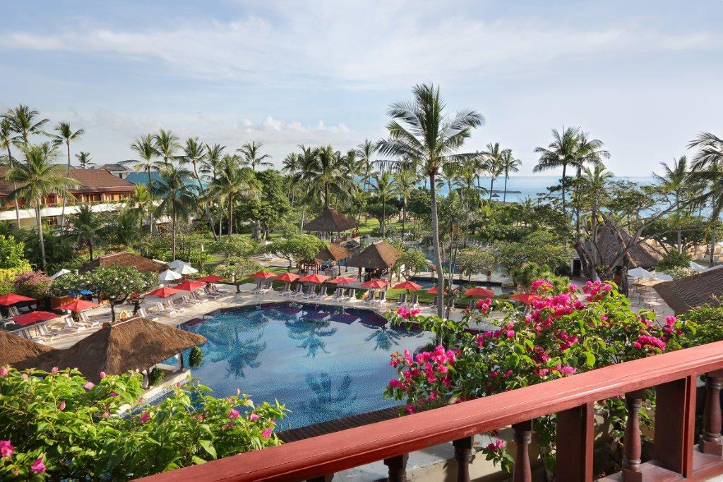 Deluxe-Pool-View-011