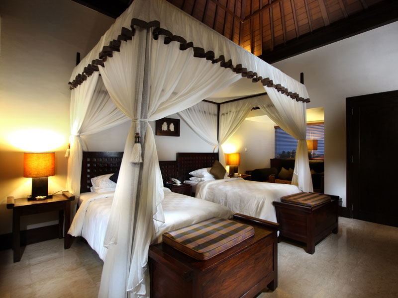 10-resort-club-twin-bed