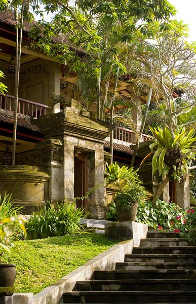 bali-classic-style-room-entrance
