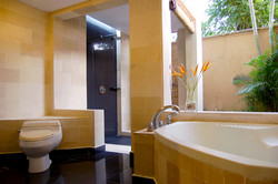Club Deluxe Bathroom1
