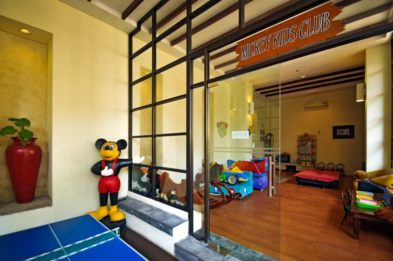 kids-club-entrance