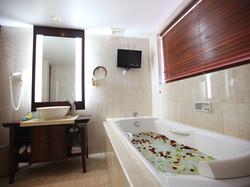 12-resort-club-bathroom
