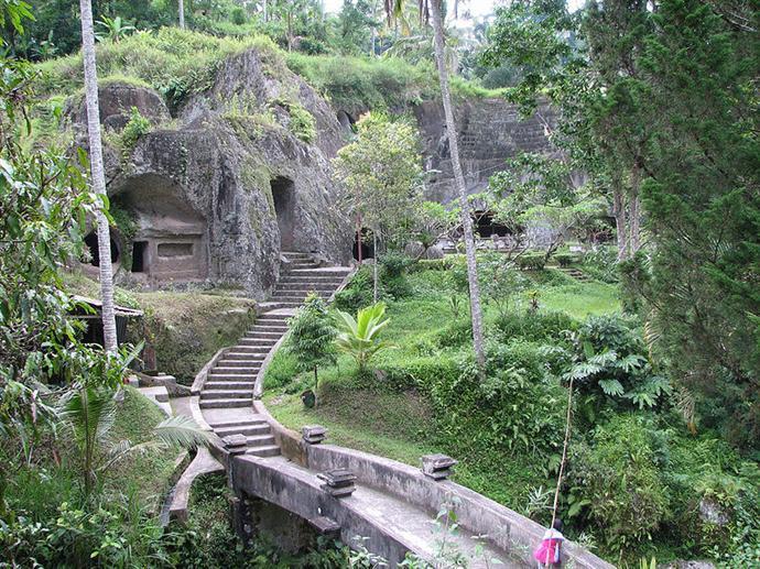 800px-Entrée_du_temple_de_Gunung_Kawi.jpg