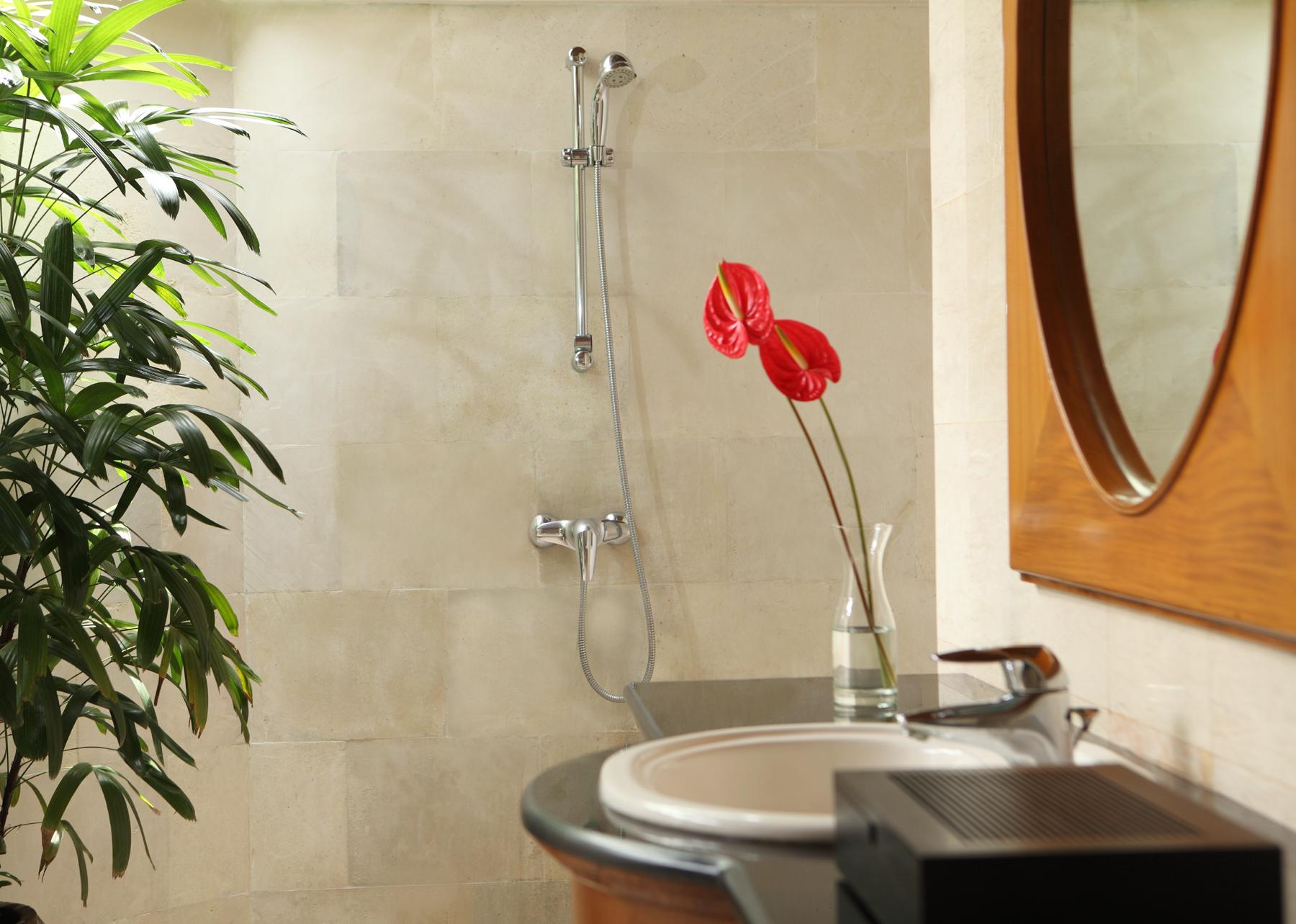bungalow-bathroom-high