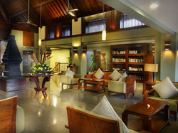 05-resort-club-lounge